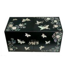 Petite boite à bijoux noire avec quatres tiroirs pour vos bijoux