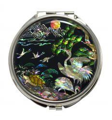 Le miroir est décoré avec superbe image en nacre des dix éléments de la vie