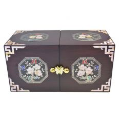 Les décorations sur la boite à bijoux sont réalisées en nacre