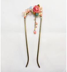 Belle épingle à cheveux décorée d'une fleur et de pierres naturelles