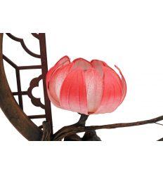 Lampes en papier rose dans un cadre en forme de cerle
