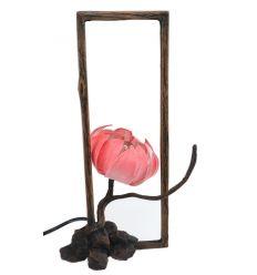 Lampes en papier rose dans un cadre style portrait
