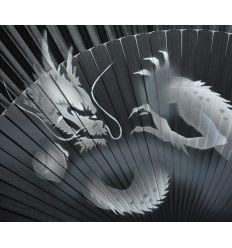 Éventail dragon argenté sur tissu et bambou