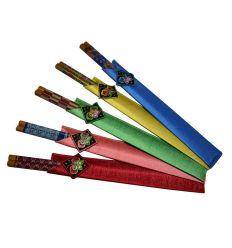 Ensemble coloré de paires de baguettes chinoises en bois avec étuis de rangements