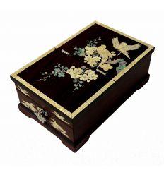 Belle boite en bois décorée artisanalement avec de la nacre blanche