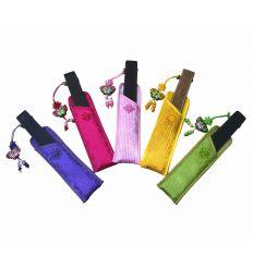 Les éventail de poche sont disponible avec de pochettes de rangements colorés