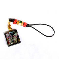 Pendentif rond décoratif en nacre design papillons colorés