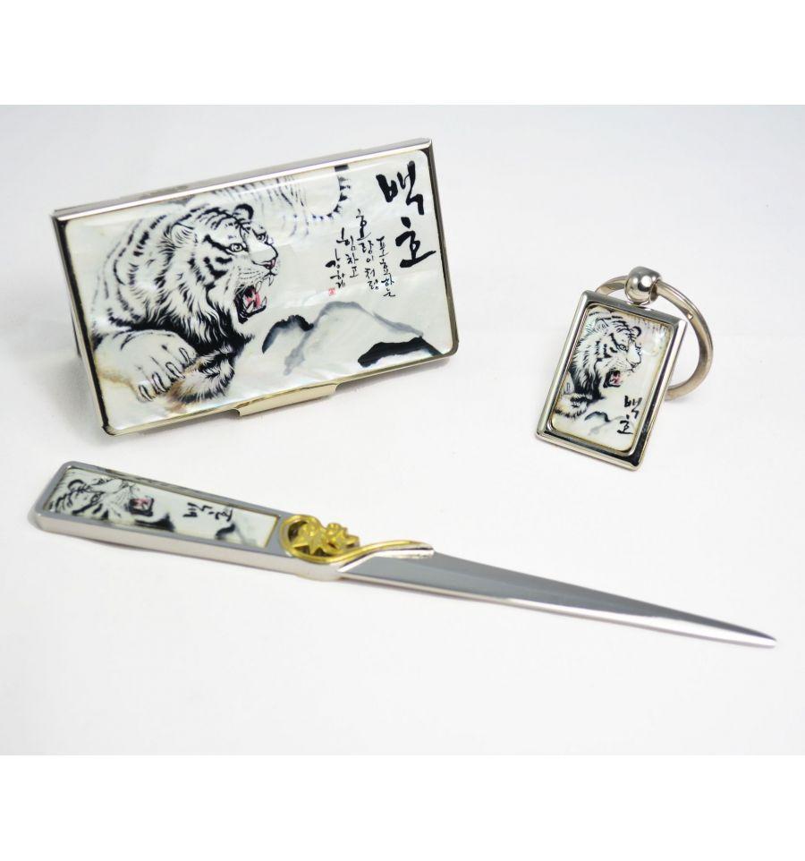 coffret cadeau accessoires de bureau original tigre blanc. Black Bedroom Furniture Sets. Home Design Ideas