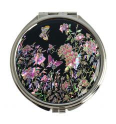Le miroir est décoré avec une illustration très coloré de fleurs de pivoines et de papillons