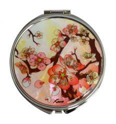 Me couvercle est décoré avec une sublime illustration de fleurs de prunier rouge