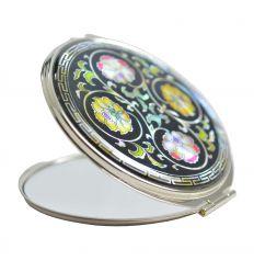 Miroir de poche fantaisie avec une arabesque de fleurs en nacre