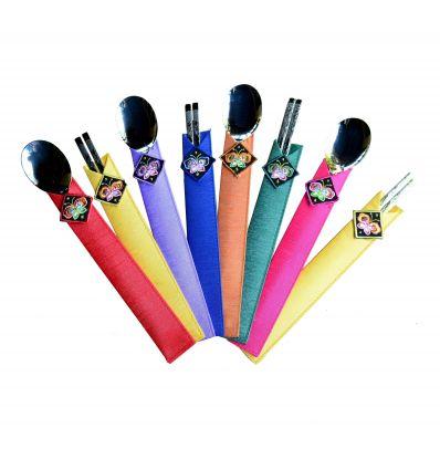 Les baguettes sont disponibles avec des pochetes colorés de rangement