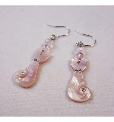 Boucles d'oreilles chat en nacre rose