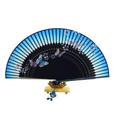 Bel éventail bleu en tissu avec des illustrations de papillons colorés
