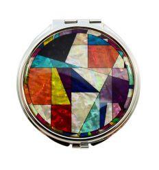 Le miroir de poche est très original avec son patchworks coloré de nacre
