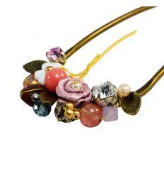 Épingle à cheveux originale et très coloré avec des finitons en pierres naturelles et tissus