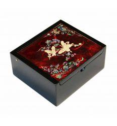 Petite boite à bijoux et bagues rouge design papillons