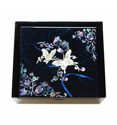 Petite boite à bijoux et bagues bleu design papillons