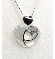 Collier coeur de nacre, pendentif fantaisie décoré avec des cristaux