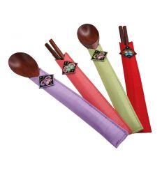 Set deux paires de baguettes et deux cuillières en bois dans leur étui (vert,rouge,violet,saumon)