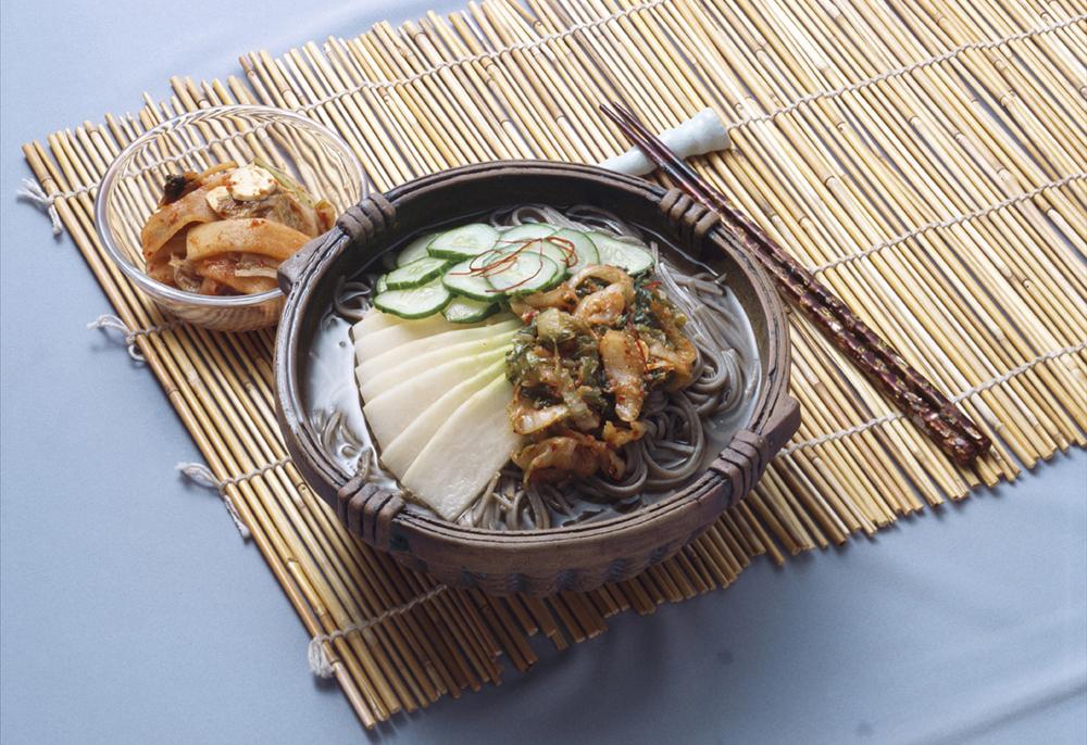 Mul Naengmyeon coréen - soupe de nouilles froides